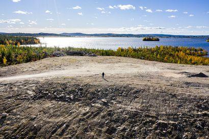 Valtava sorapenkka Kemijärven rannalla odottaa tehdasta – Boreal Biorefin toimitusjohtaja peruu puheensa valitusprosessien suhteen