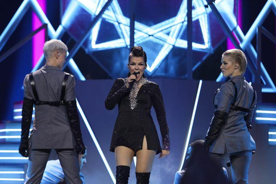 Saara Aallon esitys räiskyi ja säihkyi. Se riitti Euroviisujen lauantaiseen finaaliin ja sai suuret suosionosoitukset.