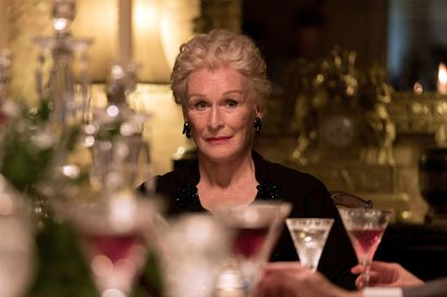 Agatha Christien kartanomysteerin filmisovituksessa porho on murhattu ja nuori yksityisetsivä tulee taloon