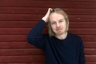 Kirjailija Antti Rönkä löysi Hailuodosta hiljaisuutta ja rauhaa pääkaupunkiseudun koronakokemusten vastapainoksi - Suomen Lofooteilla ajatukset vapautuvat