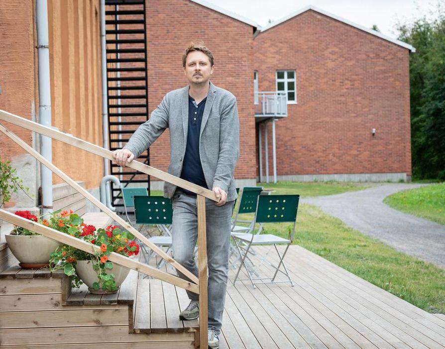 Johannes Helama sanoo, että suomalaiset ovat muotoilukansaa. Miltei jokaisen kotona on astioita ja huonekaluja, jotka ovat  huippumuotoilua.