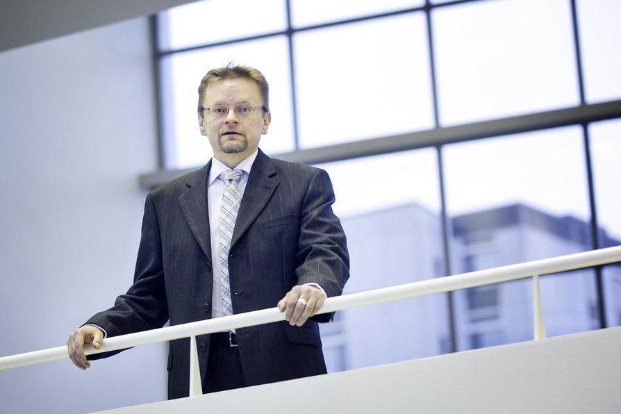 Professori Timo Rothoviuksen mukaan Nokian arvonkehitys odottaa 5G-verkkokilpailun lähtölaukausta.