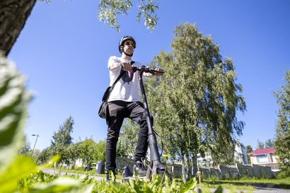 """Sähköpotkulaudat tulivat Ouluun yllättäen – """"Kun potkulautoja tulee kaduille useita satoja, niin kyllä se varmasti tulee näkymään"""", arvioi ylikomisario"""