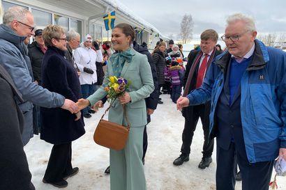 Victoria ja Daniel saivat lämpimän vastaanoton Ruotsin Pellossa –vierailun aikataulu on myöhässä