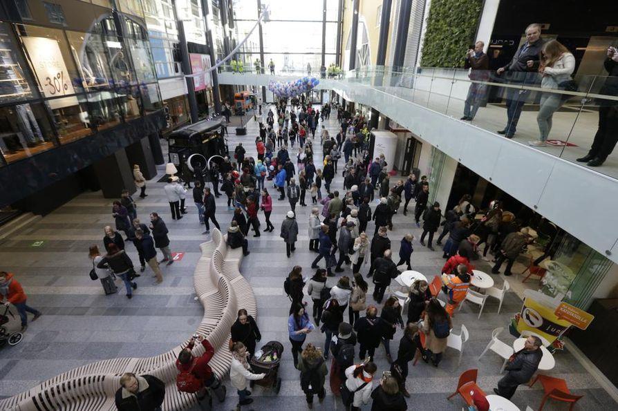 Kauppakeskus Valkea avattiin torstaiaamuna.