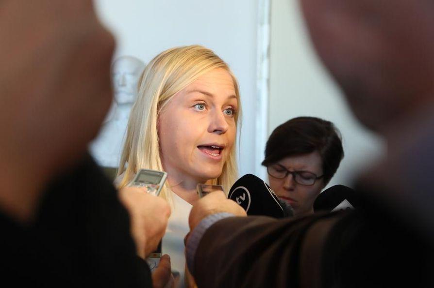Kokoomuksen Elina Lepomäki kertoi keskiviikkona aikovansa äänestää hallituksen sote-mallia vastaan.