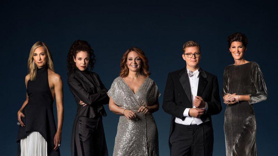 Nobelin juhlaillallisilla ovat Victoria Dyring, Jessika Gedin, Pernilla Månsson Colt, Gustav Källstrand ja Cecilia Gralde.