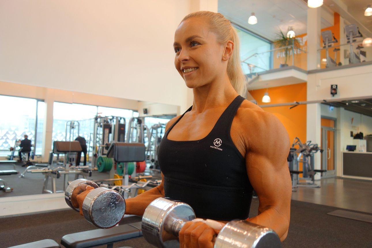 """Jenni Mäenpäälle heti iso fitnessvoitto Sevillasta: """"Treeni on minulle päivän tärkein ja hienoin asia"""""""
