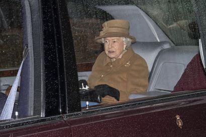 Kuningatar Elisabet antoi siunauksensa pojanpojalleen prinssi Harrylle osa-aikaprinssiydestä