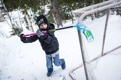 9-vuotias Eino kantaa lauantaina Lasten syövän päivän keräyslipasta, jotta muutkin lapset saisivat apua