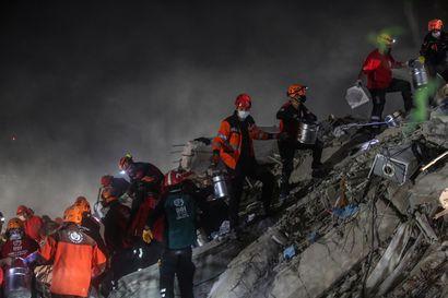 Izmirin raunioista pelastettiin äiti ja kolme lasta – Välimeren maanjäristyksen uhriluku nyt ainakin 27