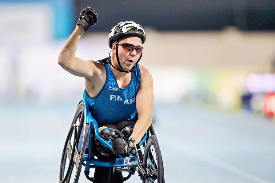 Toni Piispanen sijoittui toiseksi T51-luokan 200 metrillä.