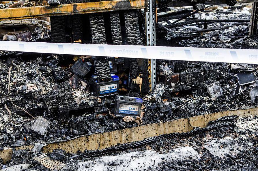Tulipalossa tuhoutui noin 600 000 euron arvosta tavaraa, muun muassa valtava määrä erilaisia akkuja.