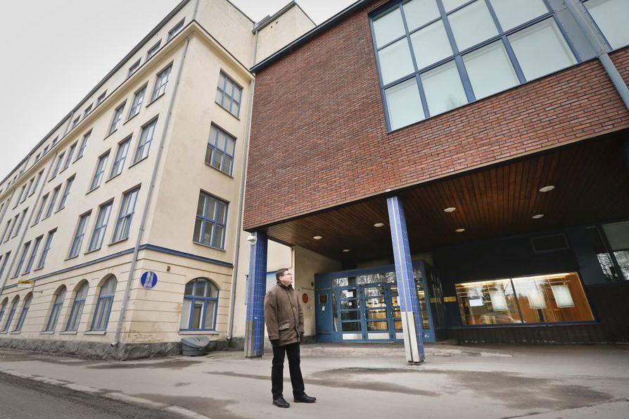 Koulutuskuntayhtymän hallituksen puheenjohtaja Juha Huikari haluaisi muuttaa ammattiopiston toiminnot pois Myllytullin kiinteistöistä vuoteen 2017 mennessä. Koulun rakennukset on rakennettu useina eri vuosikymmeninä, ja osassa on sisäilmaongelmia.