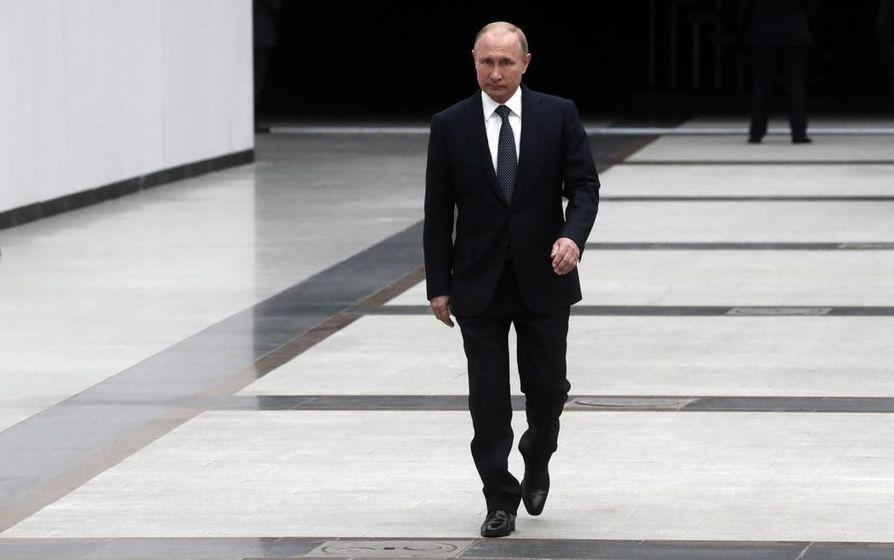 Ennakkokaavailuissa Vladimir Putinin oletetaan olevan niskan päällä, kun hän Helsingissä tapaa Donald Trumpin.
