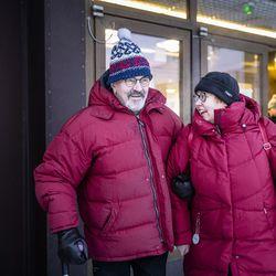 """""""Tämä on suuri helpotus, kun enää ei tarvitse pelätä"""" – yli 80-vuotiaiden koronarokotukset aloitettiin Rovaniemellä, ajanvaraus ruuhkautui heti"""