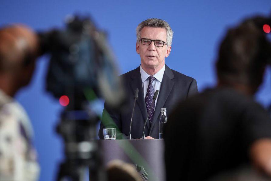 """Saksan sisäministerin Thomas de Maizieren mukaan kyseessä saattaa olla äärijärjestö Isisin """"nukkuva solu""""."""