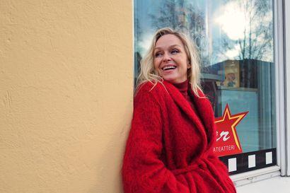 Sorjonen-tv-sarjasta on muodostunut näyttelijä Anu Sinisalolle rakkauslapsi – nyt vuorossa on pitkä elokuva, jossa iso teema on vihapuhe