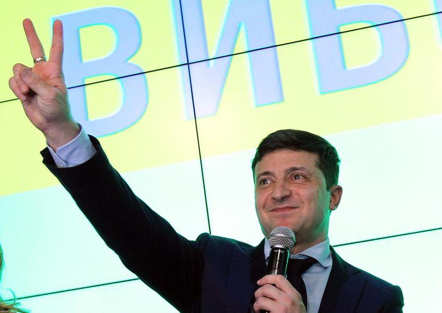 Istuva presidentti Petro Poroshenko saapui ainoana ehdokkaana vaaliväittelyyn sunnuntaina.