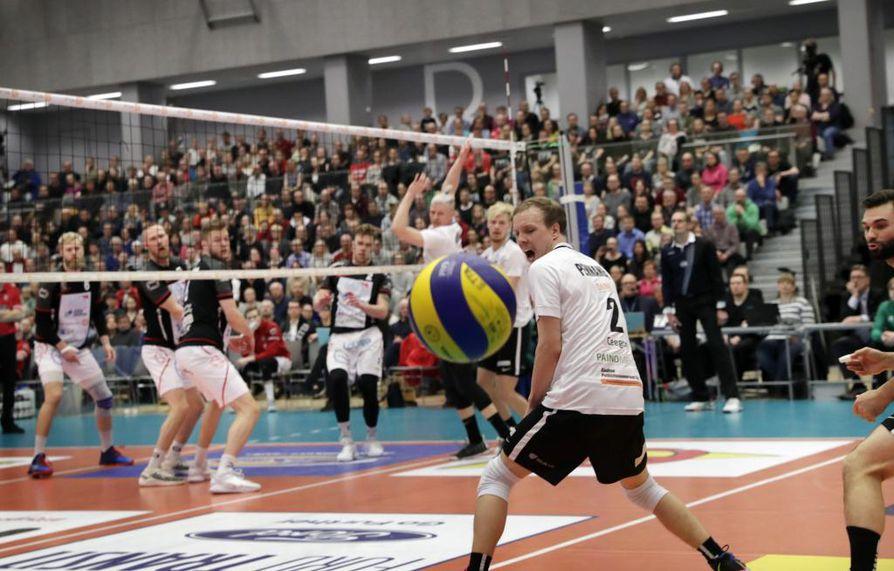 Kastellin monitoimitalossa oli sunnuntaina yli tuhatpäinen yleisö kannustamassa Ettaa. VaLePa vei voiton Oulusta.