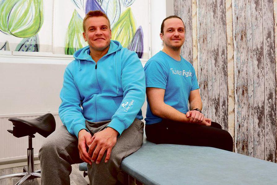 Ville-Antti Jaakkola ( vas. ) kokee omistajanvaihdoksen onnistuneen. Ennen yrittäjyyttä hän oli Mikko Hirvimäen kollega ja työkaveri.