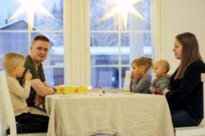 """Uuteen kotiin muuttaneen perheen äiti kiittelee Kempeleen palveluja: """"Neuvolassa koin tulleeni kuulluksi ja sain heti apua tilanteeseen – en voisi olla tyytyväisempi"""""""