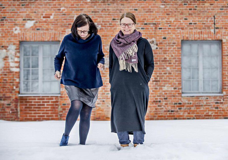 Galleristi Tarja Myllyaho ja taiteilijaprofessori Pirjo Yli-Maunula haluavat, että Oulu näkisi vahvuutenaan myös pohjoisen luonnon: pimeyden, valon, lumen ja viiman. He pitävät yhtenä Oulun vahvuutena eri taiteiden välistä hyvin toimivaa yhteistyötä. Pikisaaressa he näkevät mahtavat edellytykset kehittyä vaikka minkälaiseksi kulttuurikeskukseksi.