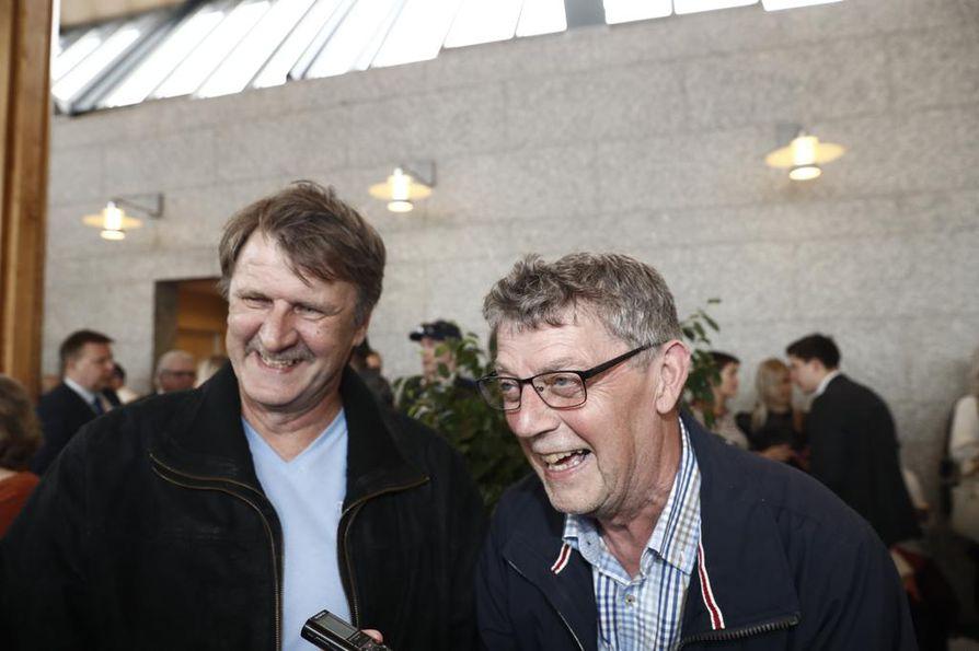 Marko Anttilan isällä Kalle Anttilalla ja appiukko Aimo Suopellolla oli hymy herkässä. Ei tätä unohda ikinä, isä-Anttila totesi.