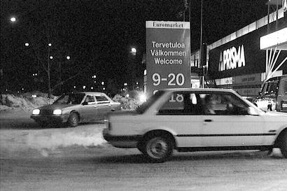 Rinkiä Raksilan marketeilla, karvanoppia ja autotuningia – Kalevan vanhojen kuvien galleria vie nuorten kuskien viikonloppuajeluille ja autoharrastajien tunnelmiin vuosien varrella