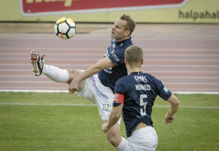 Lauantain ottelun kiinnostusta lisäsi se, että kyseessä oli AC Oulun Markus Heikkisen jäähyväisottelu.