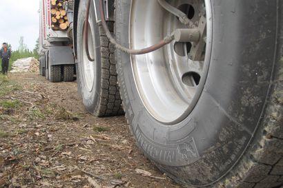 Oulun yliopistossa kehitettiin mittausperävaunu, jolla pystytään mittaamaan raskaan ajoneuvon renkaiden käyttäytymistä – mahdollistaa renkaiden testaamisen kotimaisissa olosuhteissa