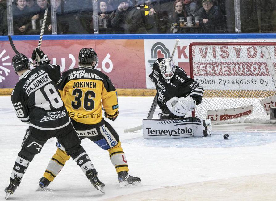 Jussi Jokinen (36) urakoi tehopisteitä lauantain ottelussa.