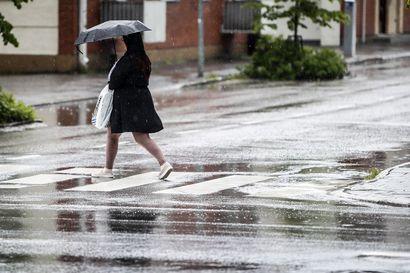 Suomeen saapuvan syysmyrskyn saderintama yltää Etelä-Lappiin saakka – Perämerellä tuulee kovaa keskiviikkona
