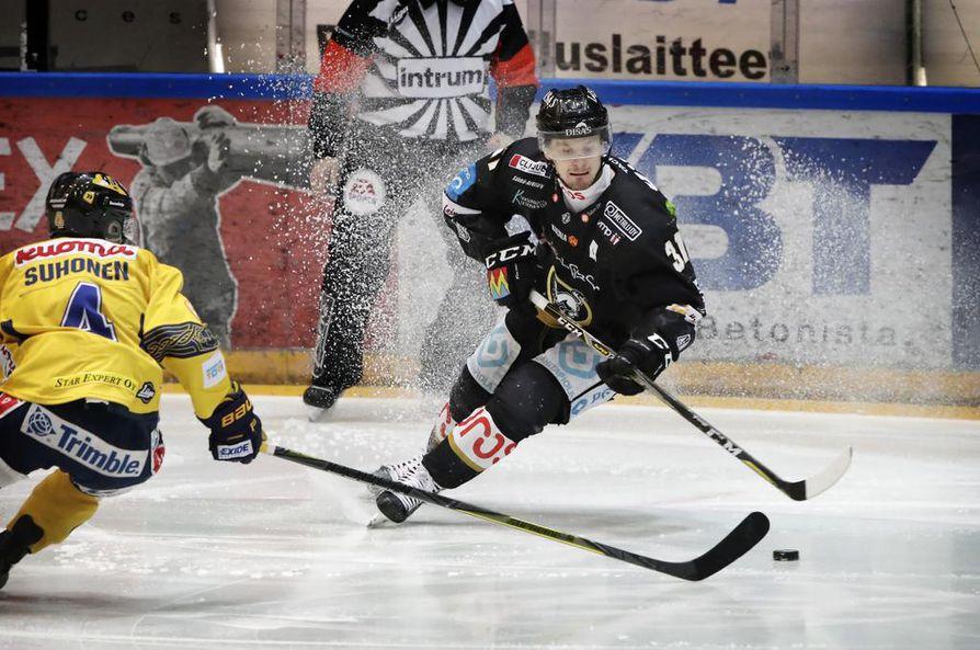 Nicklas Lasu kuvattuna Kärpät-Jukurit -ottelussa 9. helmikuuta.