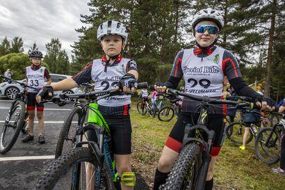 Kypärä ja maltti suojaavat maastopyöräilijää – harrastuksen suosio kasvaa nopeasti, mutta loukkaantumisten määrä on pysynyt maltillisena, kertoo OYSin vastuulääkäri