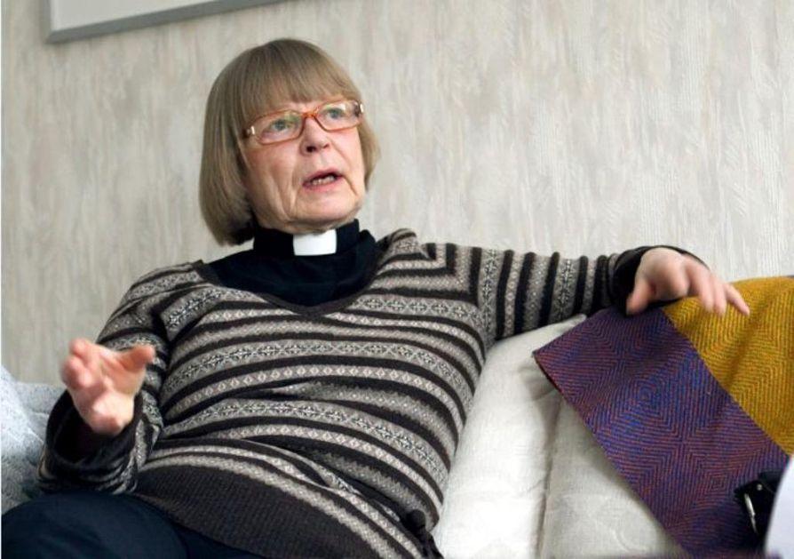 """Eläkkeellä oleva rovasti Ulla Säilä pitää nyt juhlistettavaa 25-vuotiasta naispappeutta isona asiana. """"On alettu jo ajatella pappeutta eikä naispappeutta. Nyt 25-vuotiaiden papiksi vihittyjen aikana naisia on ollut koko ajan pappeina, vaikka asiasta edelleen keskustellaan."""""""