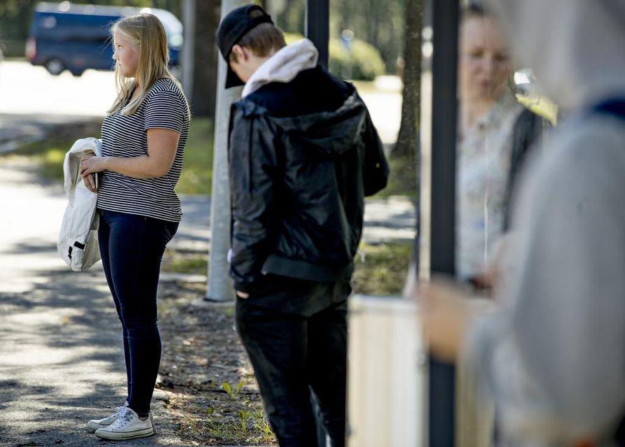 Bussiyhteydet lentokentälle ovat olleet Oulussa jatkuva keskustelun ja kritiikin aihe jo vuosia.