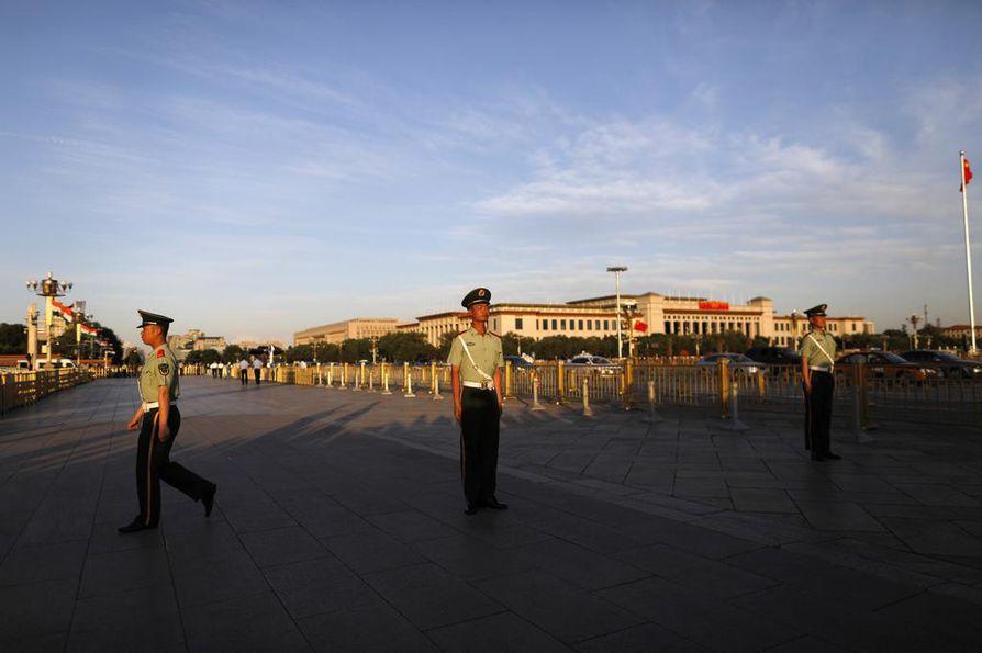 Kiinalaissotilaat partioivat Tiananmenin aukiolla Pekingissä toukokuussa. Kesäkuussa tuli kuluneeksi 30 vuotta Tiananmenin väkivalloin kukistetusta protestista.