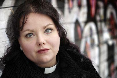 """Punkpappi Nuusa Niskalan tatuoinnit ja anarkistipuheet suututtivat monet: """"Kuka saa sanoa, mikä on oikea uskova ja miltä uskon pitää näyttää"""""""