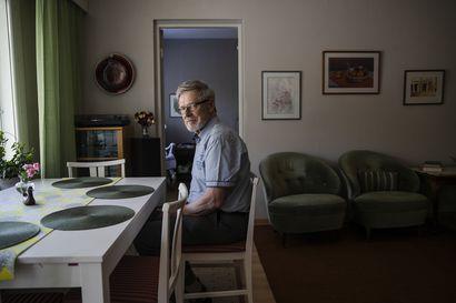 """""""Muistan ilman lappua yhden asian, mutta kolme on jo liikaa"""" – Seppo Kjellberg auttoi kokoamaan kahdeksan kohdan listan muistisairaan fiksusta kohtelusta"""