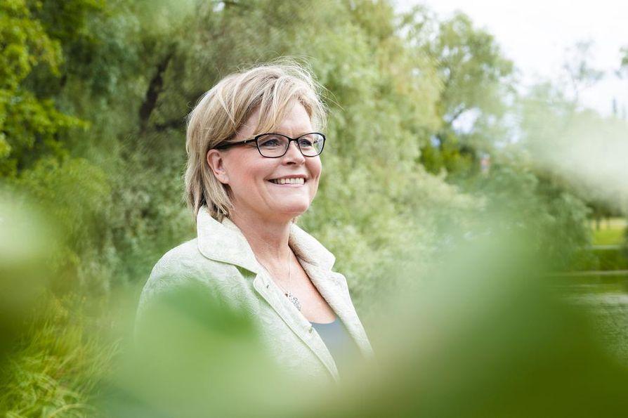 Kristillisdemokraattien kansanedustaja Sari Tanus uskoo, että konservatiivisten liikkeiden nousu on vastaliike yhteiskunnan liberalisoitumiselle.