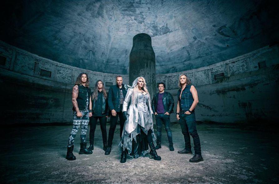Metallibändi Battle Beastin kokoonpanoon kuuluvat rumpali Pyry Vikki, kitaristi Joona Björkroth, kitaristi Juuso Soinio, laulaja Noora Louhimo, koskentinsoittaja Janne Björkroth ja basisti Eero Sipilä.