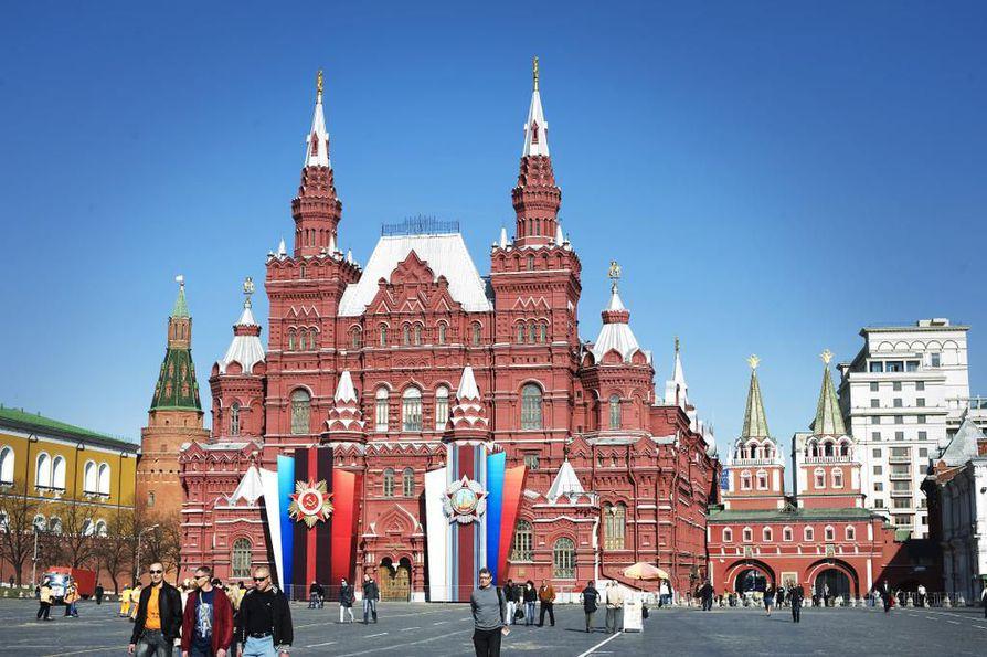 Venäläisten uutislähteiden mukaan yli 20¿000 ihmistä on evakuoitu tänään keskiviikkona Moskovassa pommiuhkien vuoksi.