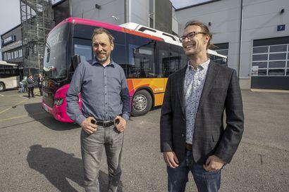 Biokaasubussit tulivat Oulun liikenteeseen – kahdeksanvuotinen sopimus helpottaa liikennöitsijää uusimaan kalustoa pitkällä tähtäimellä