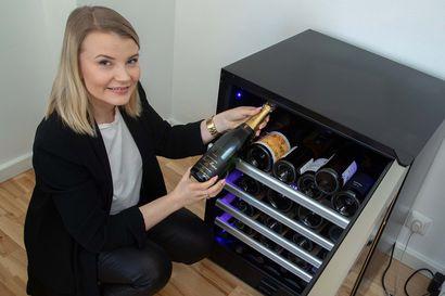 Suomalainen juo nykyään laatuviininsä oikeanlämpöisenä: tyylikäs viinikaappi tuo arkeen helpotusta ja luksusta – vai rakentaisitko oman viinikellarin?