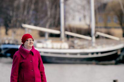 Kirsti Vähäkangas kertoo uusimmassa kirjassaan erityisesti merikarhuista ja meren merkityksestä