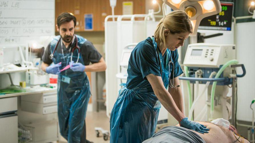 Cath Hardcare muuttuu Allyksi, traumalääkäriksi, jonka pitää osata hoitaa traumapotilaita.