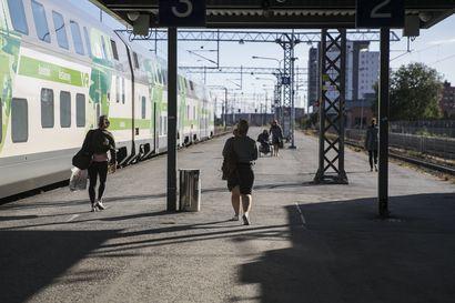 Rautatieasemien kuulutukset ja monitorit eivät toimineet, syynä valtakunnallinen häiriö