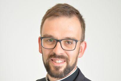 Kuka käyttää kirkon ääntä ja onko papin on parempi olla puhumatta politiikkaa?