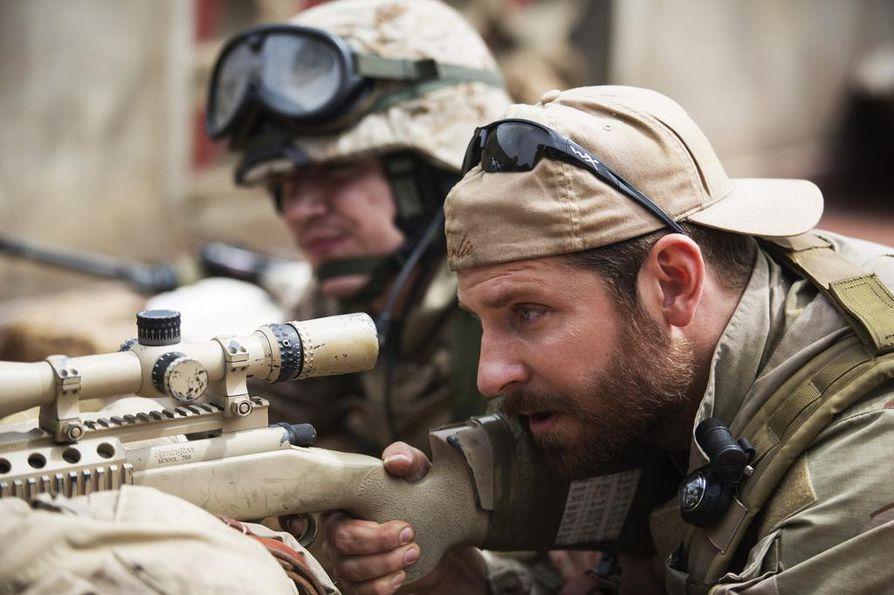Bradley Coomer on tarkka-ampuja Chris Kyle American Sniper -elokuvassa, joka perustuu löyhästi tositarinaan. Kyle teki työtään Irakissa 2000-luvun alkupuolella.